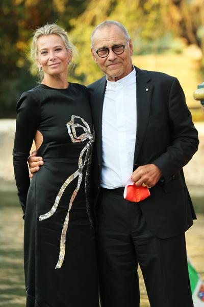Фото №2 - Высоцкая вышла на красную дорожку в соблазнительном платье без белья