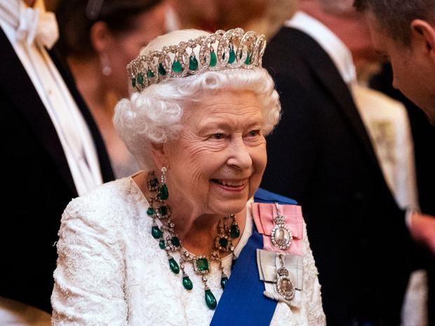 Фото №1 - Испытание на прочность: как (и зачем) Королева «проверяет» всех своих гостей