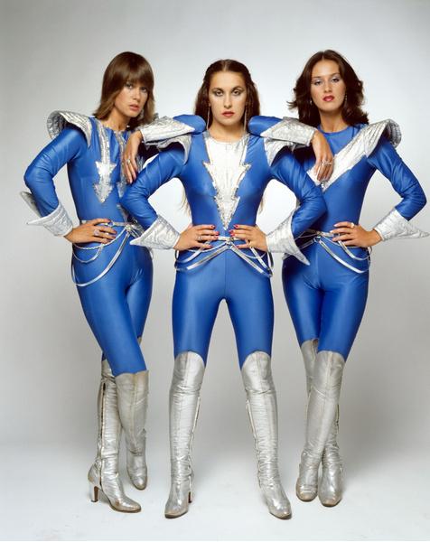 Фото №2 - 10 нелепых нарядов участников «Евровидения»