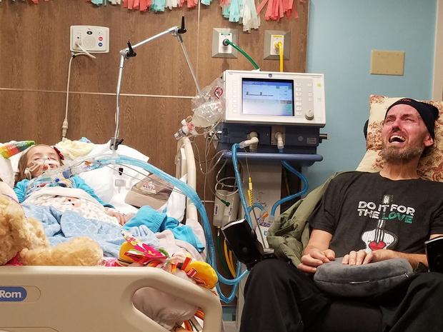 Фото №7 - До слез: смертельно больной дедушка плачет над умирающей внучкой