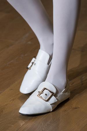 Фото №12 - Самая модная обувь весны и лета 2021: советы дизайнеров