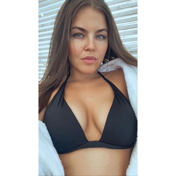 Фото №1 - Сочная и сексуальная: Софья Таюрская и ее 20 горячих фото