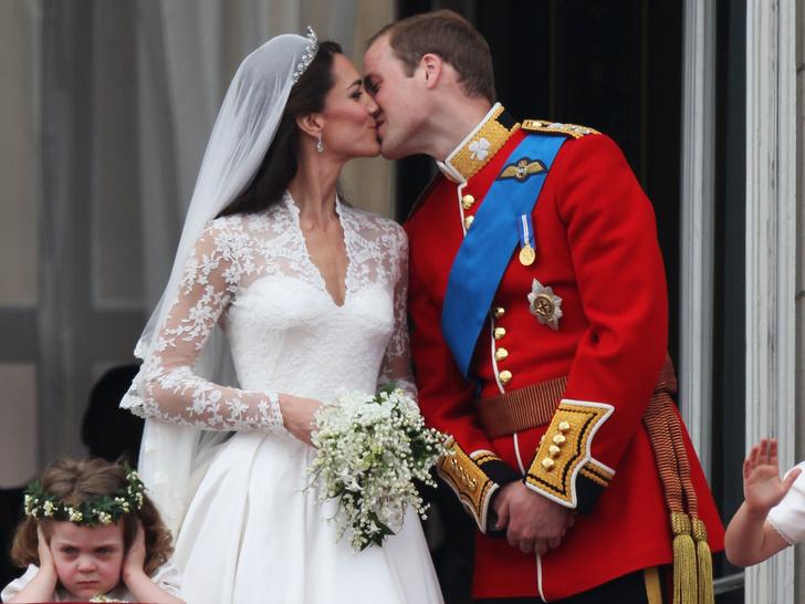 Фото №1 - Самые смешные случайные фотографии, сделанные на королевских свадьбах