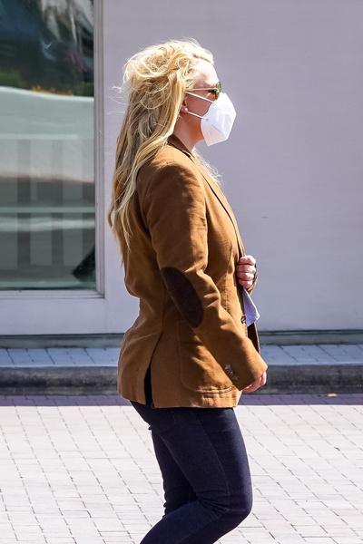 Фото №3 - Неопрятная и растолстевшая: редкий выход Бритни Спирс в люди