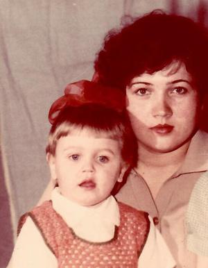Фото №16 - Раньше взрослели быстрее? 30 фото советских мам и их дочек в одном возрасте