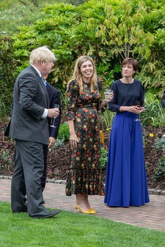 Фото №9 - Дебют Кэрри Симондс: лучшие образы новой Первой леди Британии на саммите G7