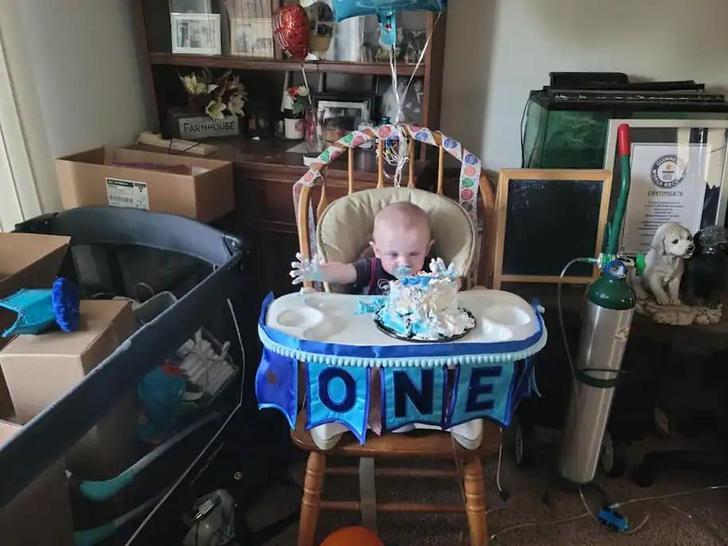 Фото №3 - Малыш, которому дали ноль шансов на выживание при родах, отпраздновал первый год жизни