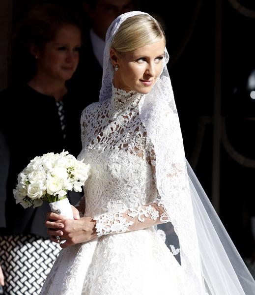 Фото №5 - Принцессы на день: Кардашьян, Хилтон и другие невесты в платьях а-ля Миддлтон