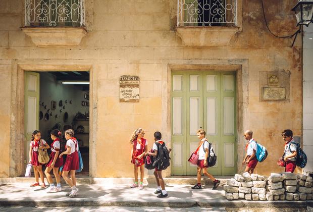 Фото №4 - От шорт до халата: как выглядит школьная форма в разных странах