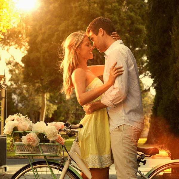 Фото №1 - 12 тайных знаков, что твой парень правда тебя любит 🥰