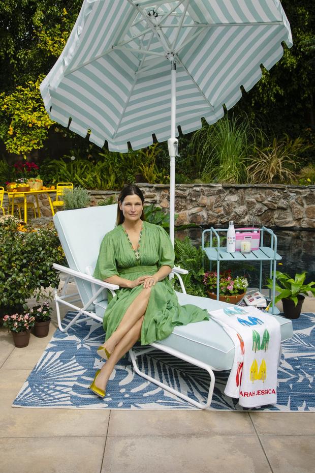Фото №13 - Садовая мебель Сары Джессики Паркер для The Novogratz