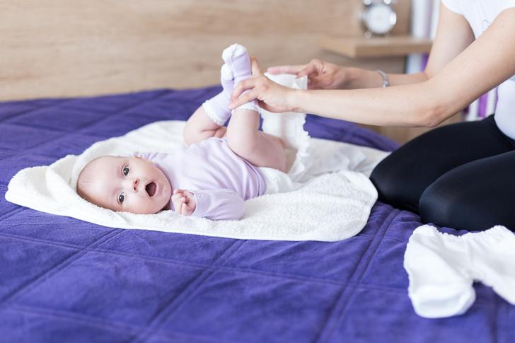 как поменять подгузник, чтобы не разбудить ребенка, как поменять подгузник чтобы ребенок не проснулся, как поменять памперс ночью, гигиена младенца, сон младенца,