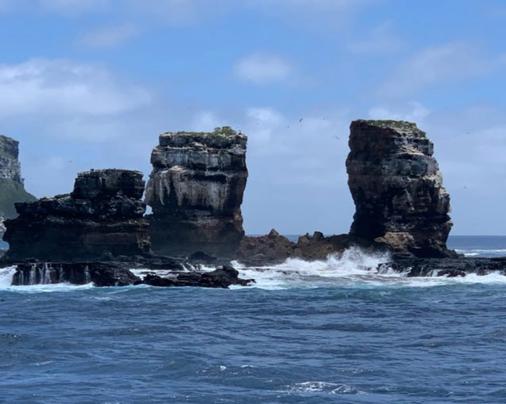 Фото №1 - На Галапагосских островах обрушилась знаменитая Арка Дарвина