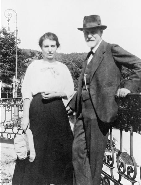 Фото №1 - Анна на шее: как психологические эксперименты Зигмунда Фрейда над младшей дочерью нанесли непоправимый вред ее психике