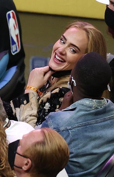Фото №2 - Похудевшая Адель встречается с агентом самого известного баскетболиста
