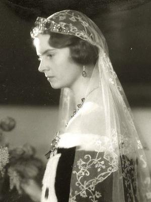 Фото №5 - Из России с любовью: почему европейские монархи начали носить тиары-кокошники