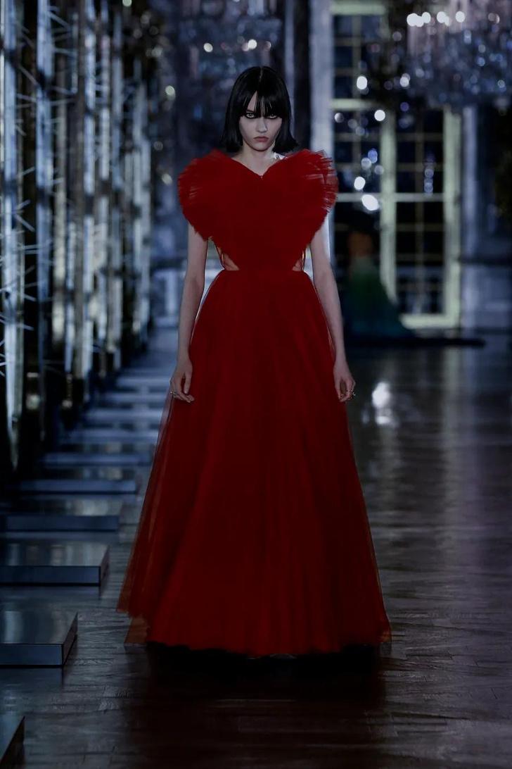 Фото №1 - Королевство кривых зеркал: коллекция Dior FW21