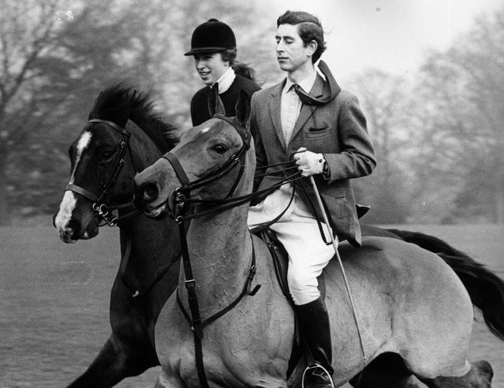 Фото №9 - Старший брат: самые трогательные фото принца Чарльза с принцессой Анной