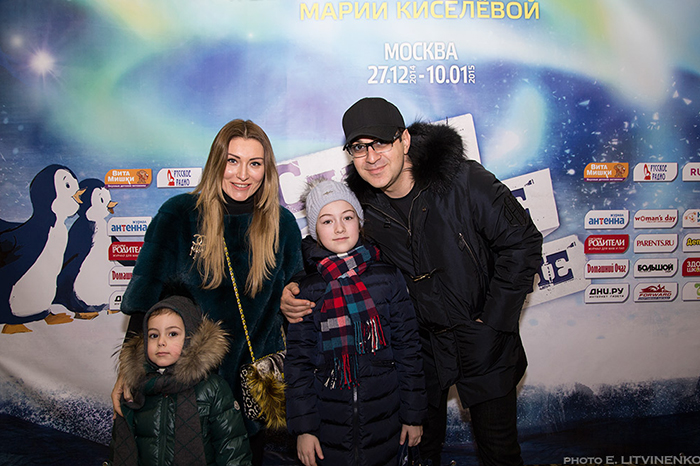 Фото №3 - Мария Киселева с успехом показала премьеру новогоднего шоу на воде