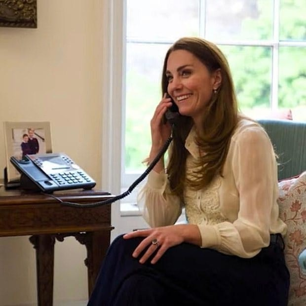 Фото №1 - Иногда она возвращается: Кейт Миддлтон в блузке, которой больше десяти лет. И она очень особенная