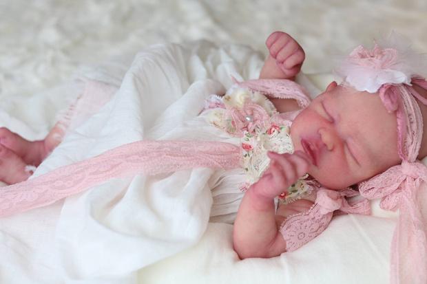 Фото №5 - А вы отличите куклу от младенца? 7 пугающе реалистичных фото