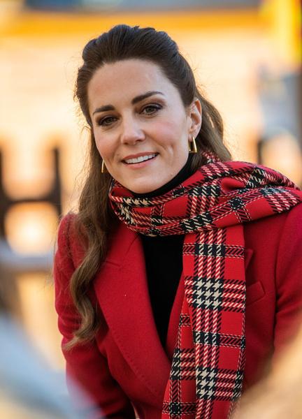 Фото №1 - Как выглядит самое дорогое пальто Кейт Миддлтон, которое стоит 850 000 рублей