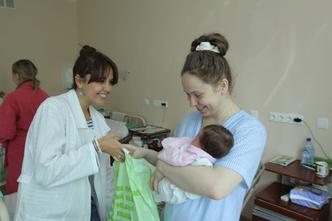 Фото №1 - Звезды шоу-бизнеса поздравят молодых мам с Днем Матери