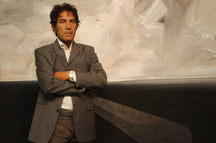 Фото №1 - Художник из Италии продал невидимую скульптуру за миллион рублей