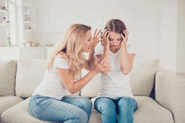 Фото №2 - «Она ревновала меня к отцу и кричала, что я уведу его»: девушка, которую воспитывала психически больная мать, рассказала о жизни в домашнем аду