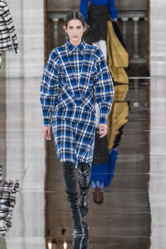 Фото №35 - Полный гид по самым модным платьям для осени и зимы 2020/21