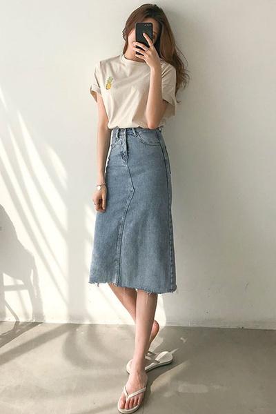 Фото №5 - С чем носить джинсовую юбку миди: 10 модных идей