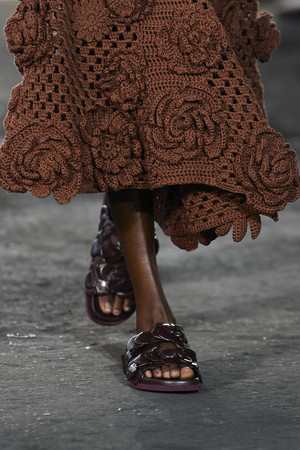 Фото №6 - Самая модная обувь весны и лета 2021: советы дизайнеров
