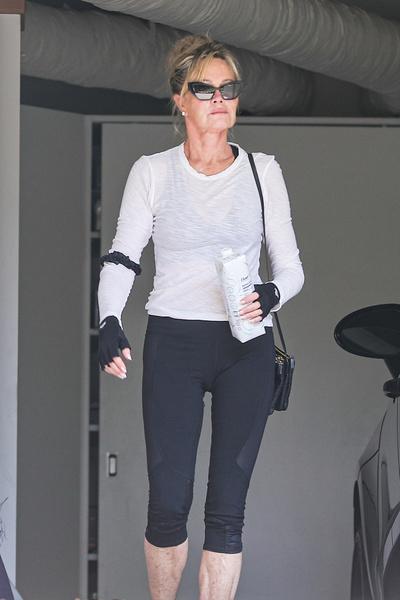 Фото №3 - 64-летняя Мелани Гриффит похвасталась фигурой в облегающих лосинах