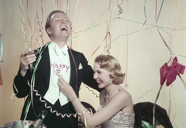Фото №1 - 10 идиотских, то есть небанальных, идей для встречи Нового года дома— на случай, когда все закроют