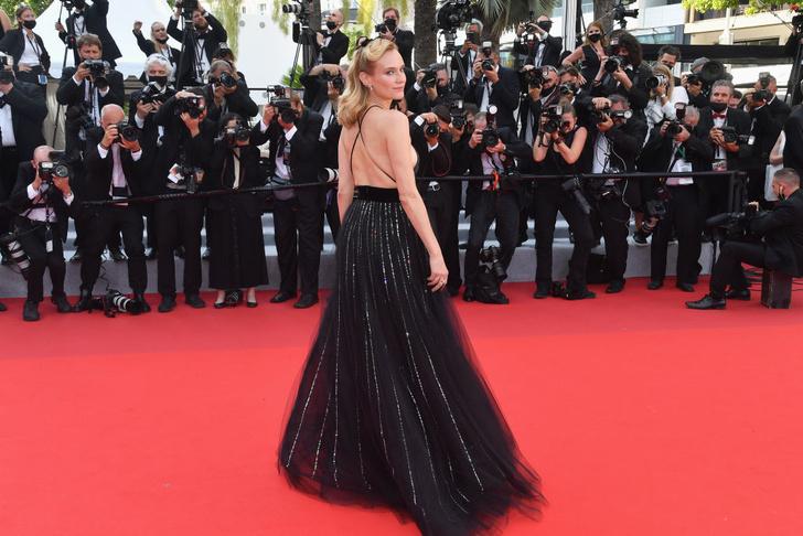 Фото №5 - Золушка 2.0: Диана Крюгер в откровенном и одновременно романтичном платье Armani