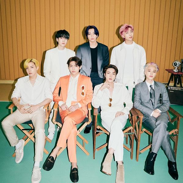 Фото №1 - Мемберы BTS чуть не подрались друг с другом, чтобы написать текст для песни «Butter»