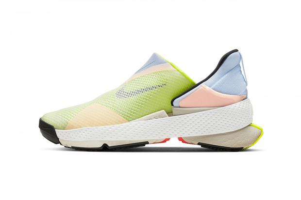 Фото №1 - Только без рук: Nike выпустили кроссовки, которые очень легко снимать и надевать