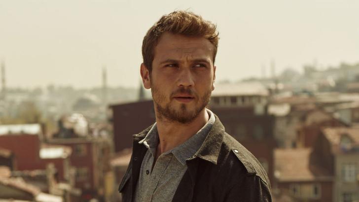 Фото №6 - Осторожно, горячо: самые сексуальные красавчики из турецких сериалов 🔥
