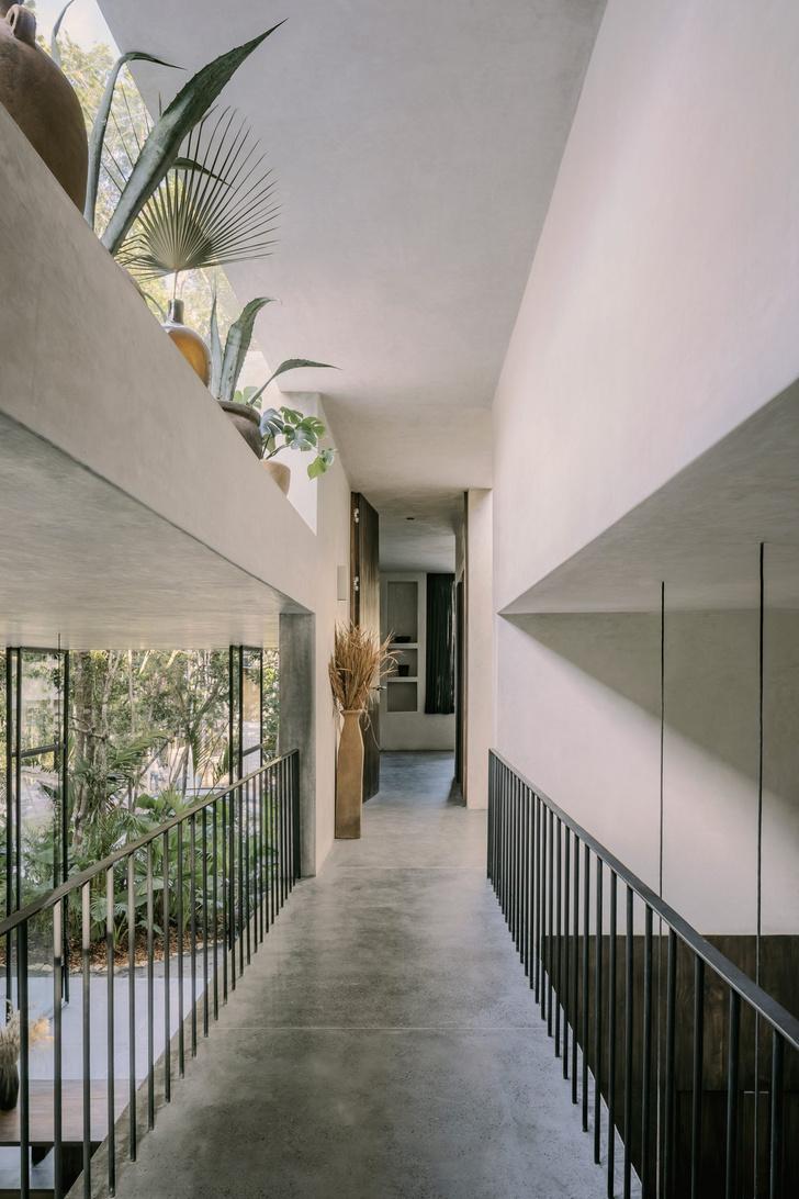 Фото №16 - Бруталистская бетонная вилла в джунглях Тулума
