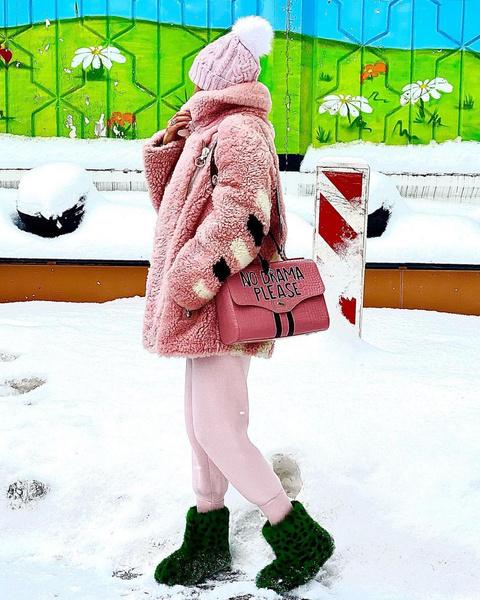 Фото №4 - Пролет или улет: модный блогер разбирает образы звезд