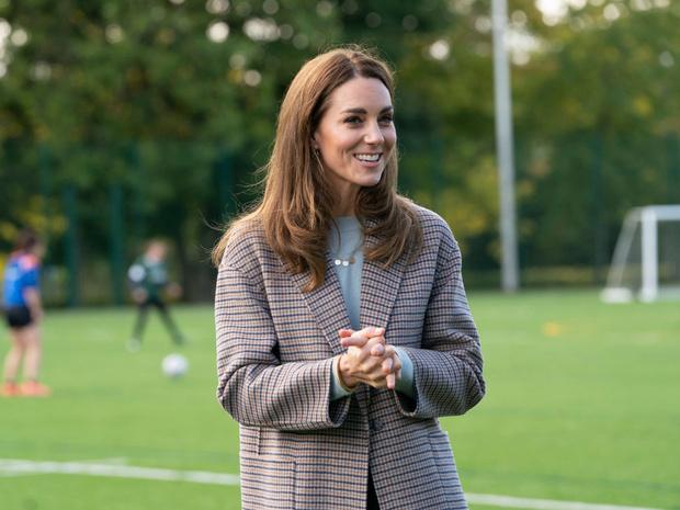 Фото №3 - Сколько герцогиня Кейт потратила на одежду в 2020 году
