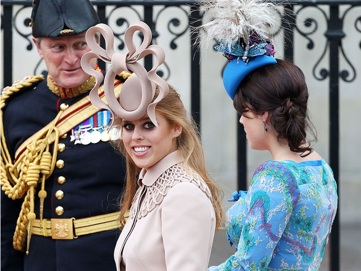 Фото №1 - Самые необычные и странные свадебные шляпки королевской семьи