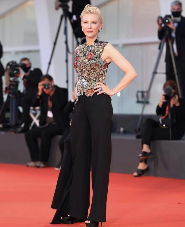 Фото №5 - Нарушая запреты: все образы Кейт Бланшетт на Венецианском кинофестивале