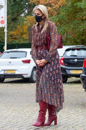 Королева Нидерландов показала, как подчеркнуть талию при размере XL