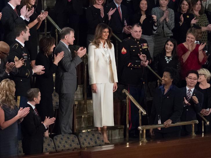 Фото №8 - Миссис эпатаж: самые скандальные образы Мелании Трамп в роли Первой леди