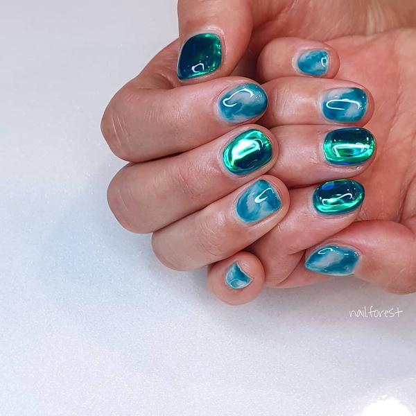 Фото №10 - Северное сияние на ногтях: трендовый маникюр из Инстаграма