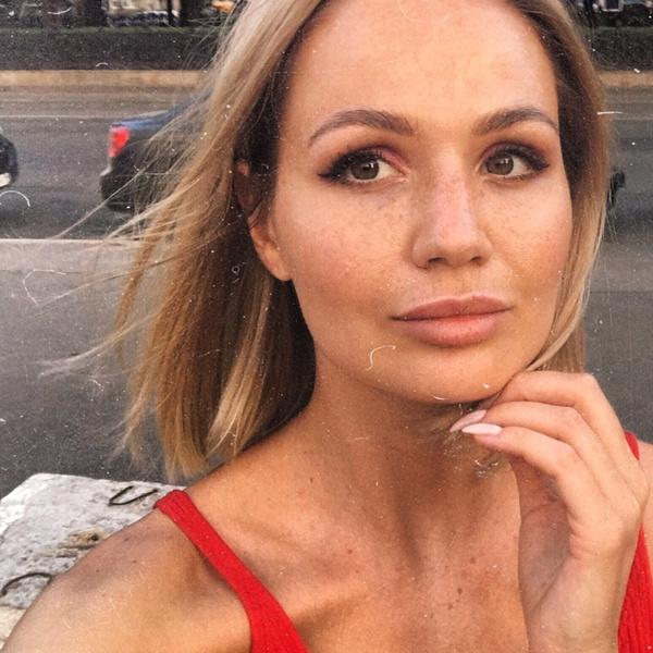 Фото №3 - На рейсе Калининград— Москва писательница накинулась с кулаками на стюардессу