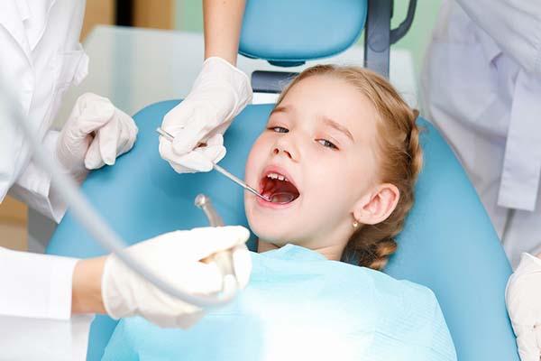 Фото №1 - Лечение детских зубов: без шума ипыли