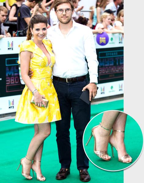 Фото №18 - Обувь звездных гостей Премии МУЗ-ТВ: от креативных туфель до... тапочек!