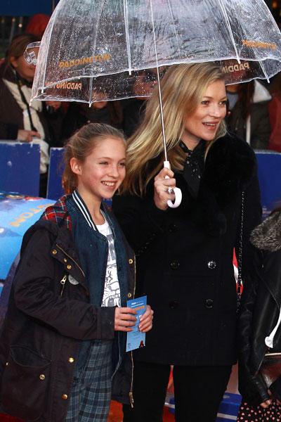 """Кейт Мосс с дочерью Лилой Грейс на премьере фильма """"Приключения Паддингтона"""""""